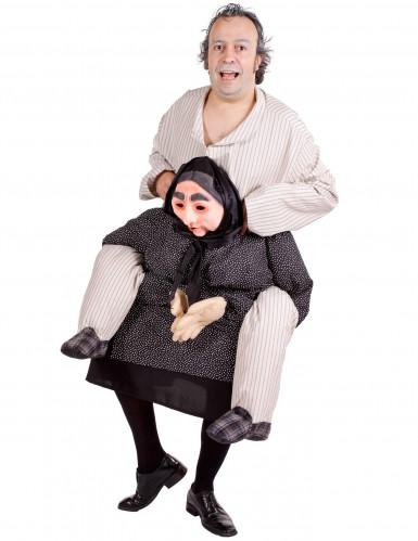 Déguisement humoristique homme à dos de grand mère