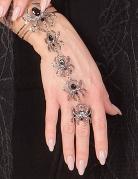 Vous aimerez aussi : Bracelet et bague araignées femme Halloween